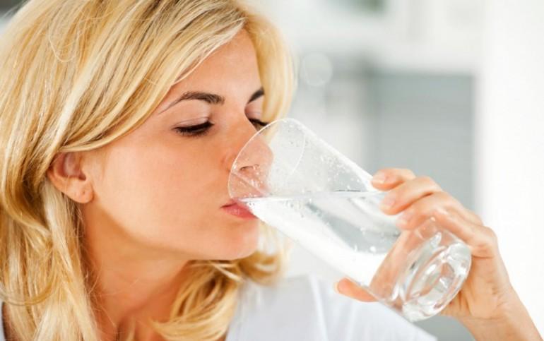 Стоит ли пить много воды