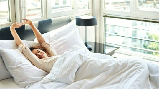 утренняя-зарядка-в-кровати-для-похудения