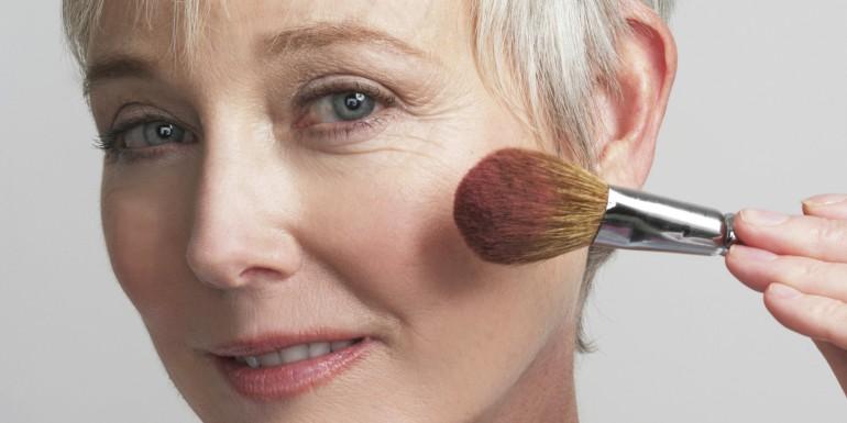 Как правильно подобрать макияж для женщины в возрасте старше 40 лет