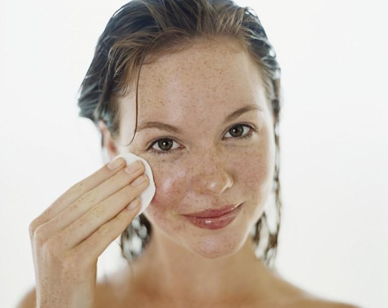 Как убрать веснушки с лица