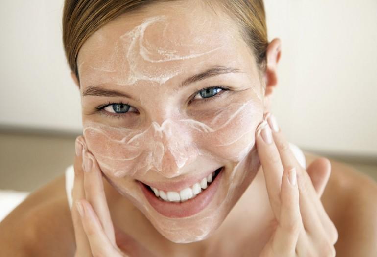 Уход за кожей лица в четыре этапа