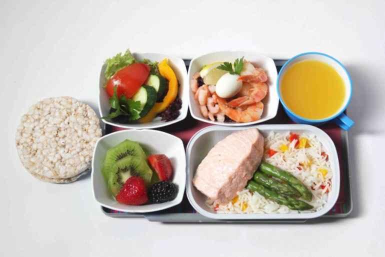 Диета 200 грамм. Каждые 3 часа прием пищи по меню с овощами.