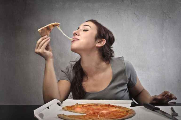 Кому удается есть все подряд и не толстеть