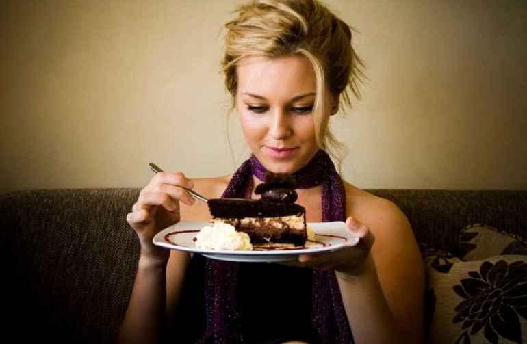 Как держать свою диету в руках, когда все вокруг предлагают отведать сладкого?