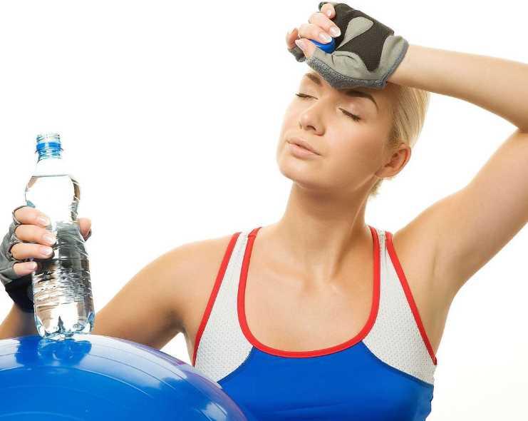Как правильно пить воду на пробежках и тренировках для похудения
