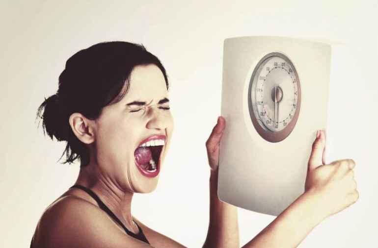 Почему хронический недосып провоцирует срыв с диеты