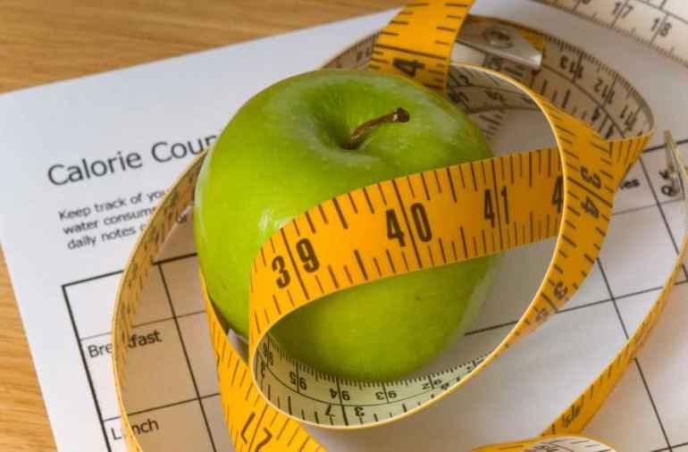 Почему людям с лишним весом нужно съедать хотя бы два яблока каждый день