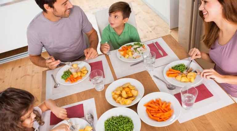 Полезные привычки для всех: как приобщить семью к правильному питанию