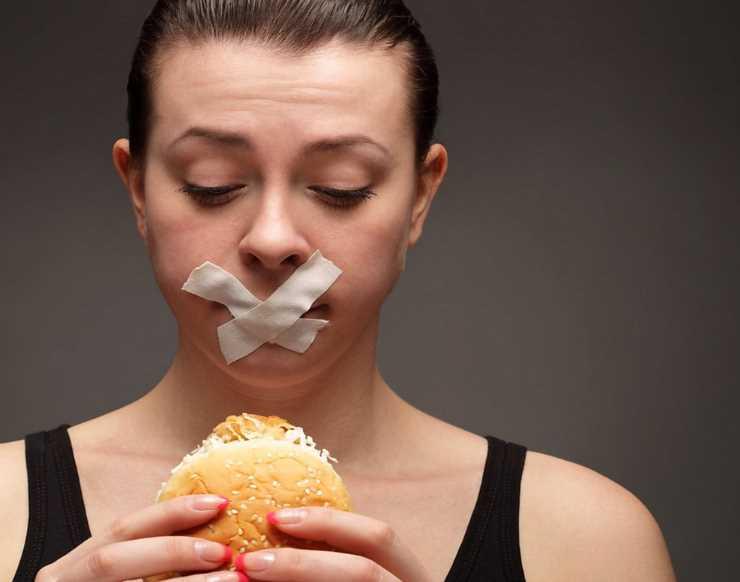 Почему некоторые толстеют даже сидя на диете