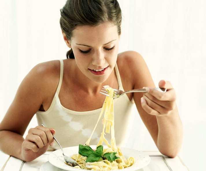 Почему прием пищи в тишине способствует похудению