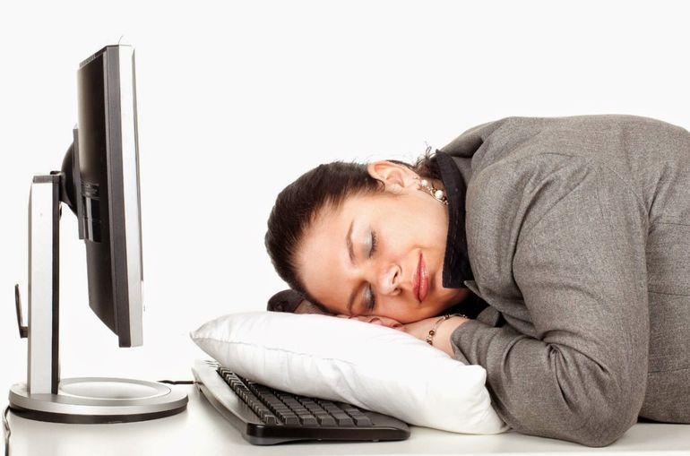 Почему недостаток сна приводит к перееданию и ожирению