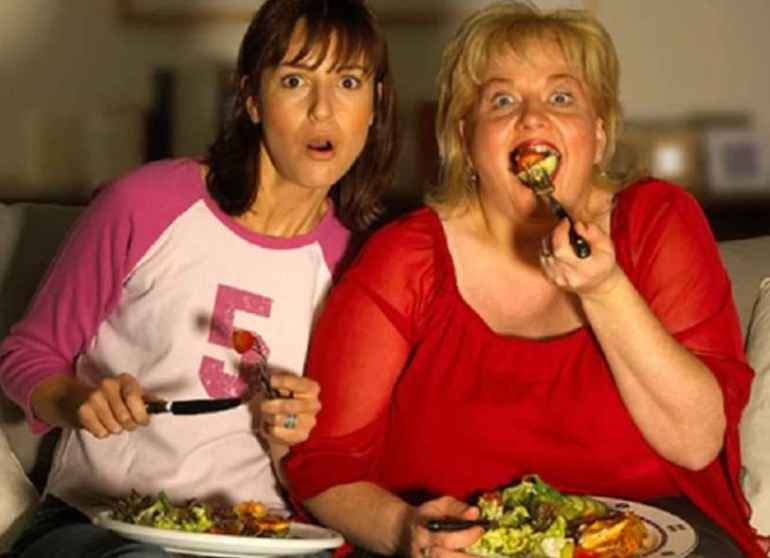 Почему нельзя есть на бегу и за просмотром телевизора