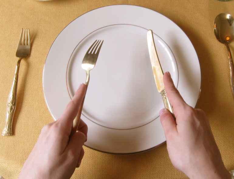 5 уловок обращения со столовыми приборами чтобы есть меньше