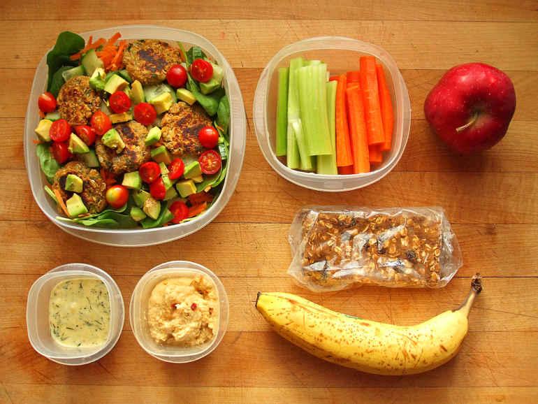 Как съедать меньше калорий, но не урезать размер порций