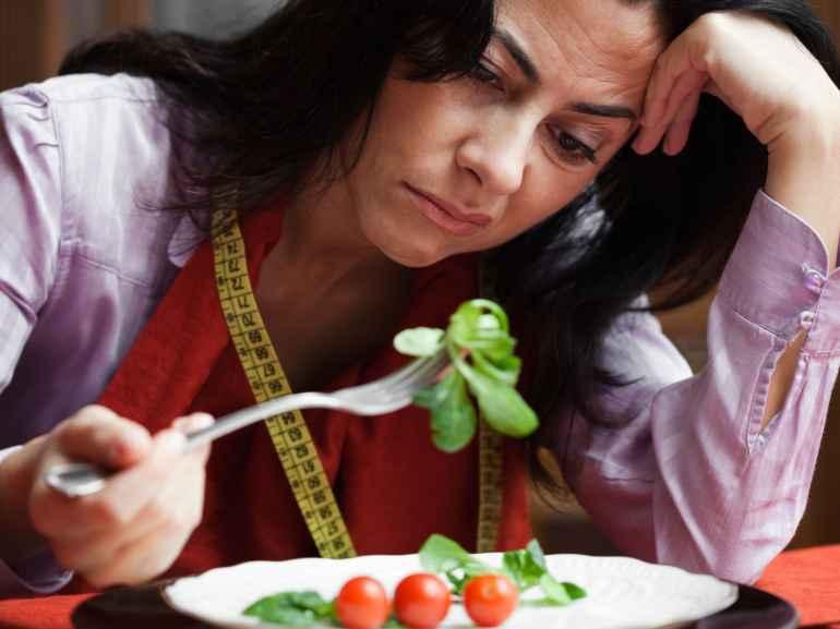 Сонливость, депрессия и еще 5 верных спутников низкокалорийной диеты