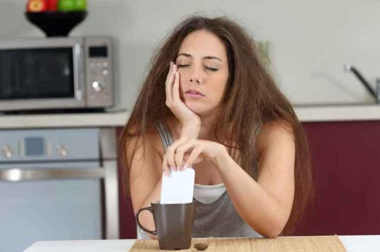 Почему те, кто не высыпается, чаще переедают за столом
