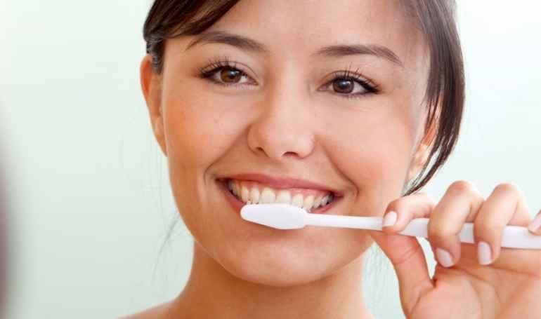 Зачем диетологи советуют чистить зубы после каждого приема пищи