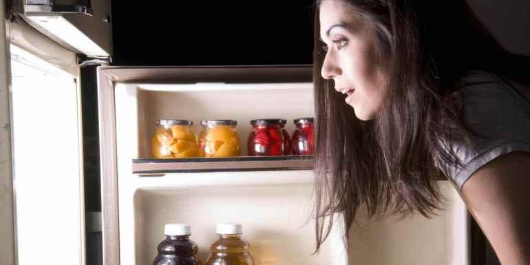 """Как отучиться от ночных """"набегов"""" на холодильник раз и навсегда"""
