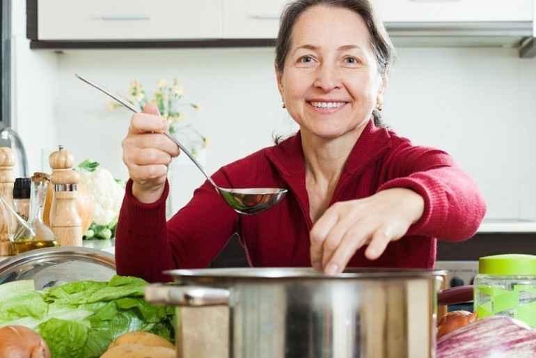 Какие продукты должны составлять основу рациона женщин за 40+