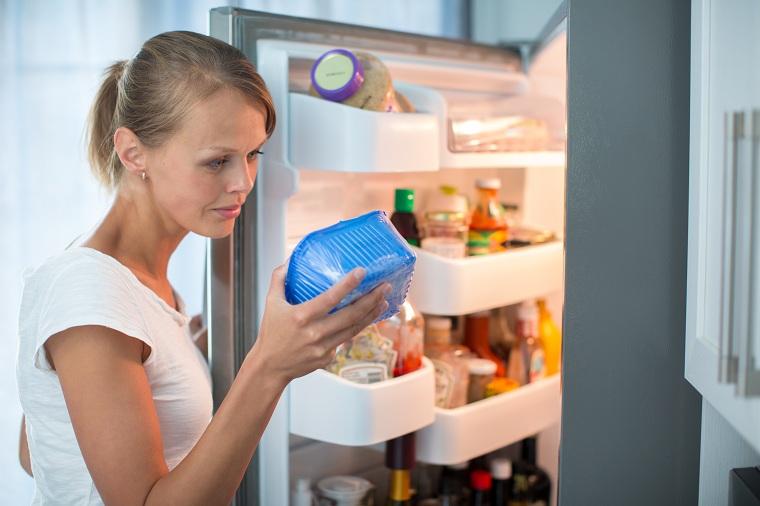 Ревизия в холодильнике: 5 продуктов, от которых лучше избавиться людям с лишним весом