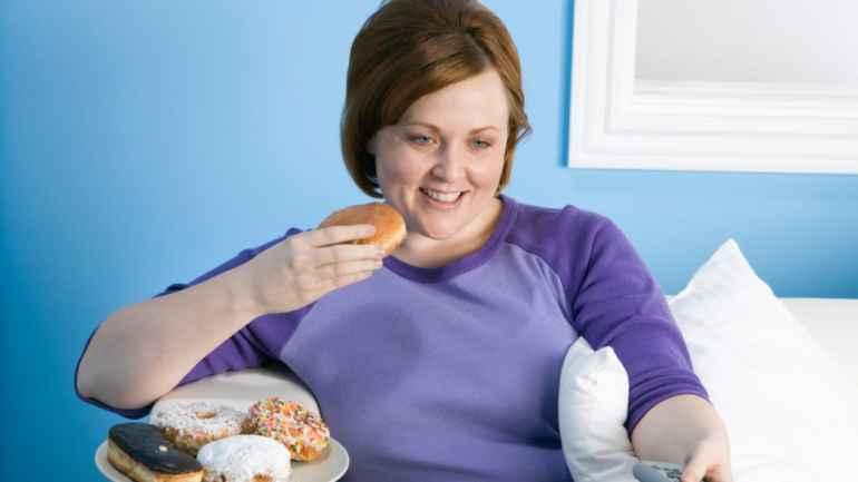 Почему при дефиците сна часто повышается аппетит