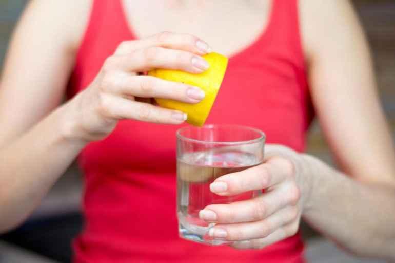 5 причин почему стакан воды натощак полезен для фигуры