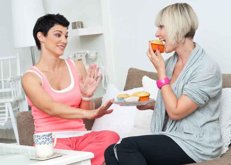 5 причин, почему друзья и родня отговаривают от похудения и веский повод перестать их слушать