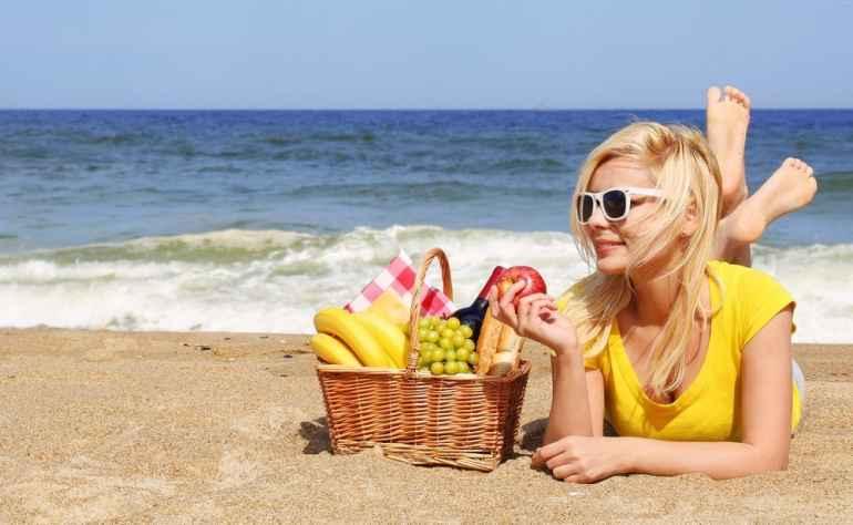 Как питаться в отпуске, чтобы не набрать лишних килограммов