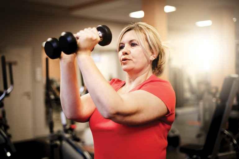 Как заниматься силовым тренингом женщинам, чтобы снизить вес и разогнать метаболизм