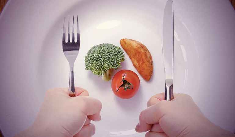 В чем разница между голоданием и жесткими диетами