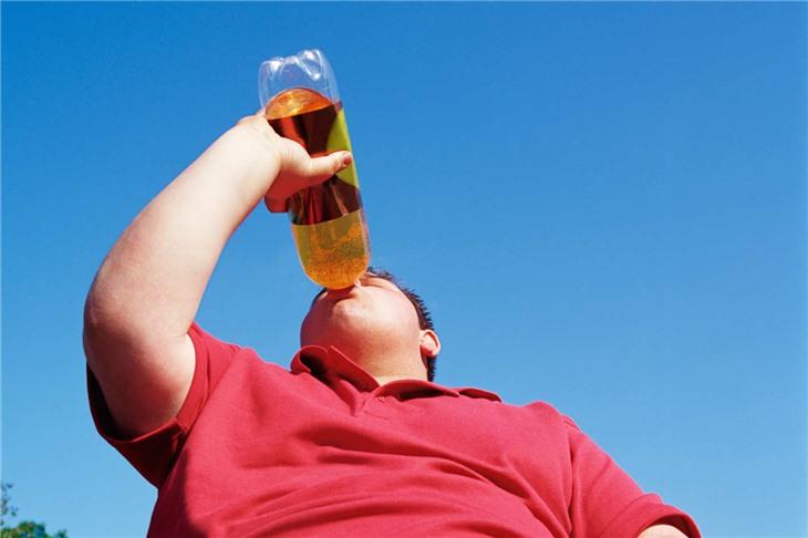 Почему стоит отказаться от сладких газированных напитков при излишнем весе